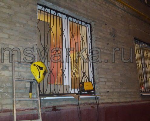 приварить решетки на окнах