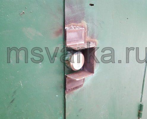 установка защиты для замка на воротах