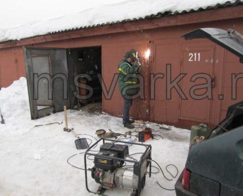 сварка петли на воротах гаража