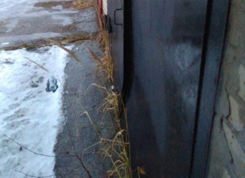 выровнять ворота в гараже